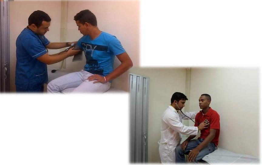 Estudiantes recibiendo servicio medico