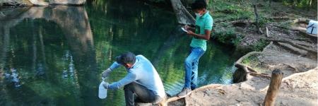 Estudiantes del programa Operación de Sistemas de Manejo Ambiental, realizan diagnostico ambiental del manantial de Cañaverales.